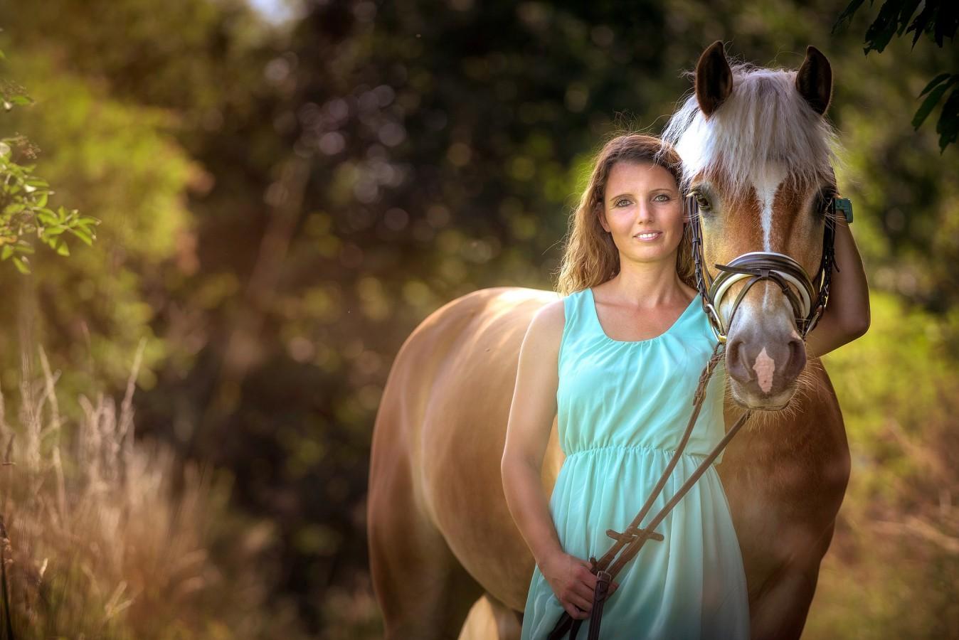 EQUIVA Siegen Gewinnspiel Pferdeshooting Miriam Gerhard mit Reitbeteiligung